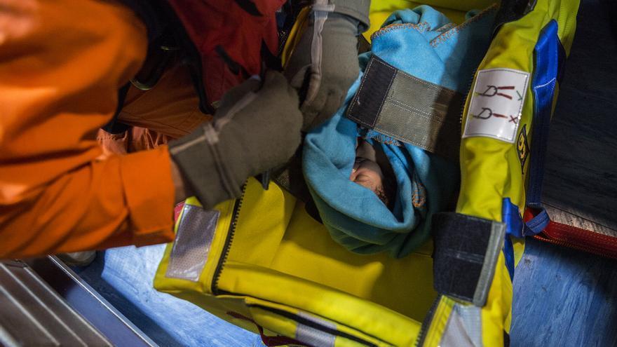 Sam, el bebé rescatado del Open Arms / Olmo Calvo