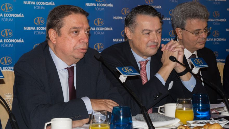 El ministro Luis Planas junto a Pau Roca