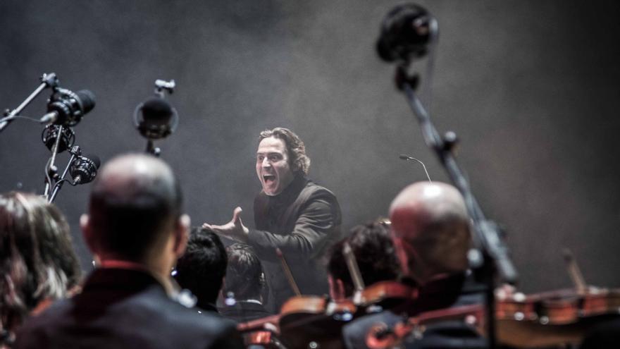 Constantino Martínez-Orts, en plena actuación de la Film Symphony Orchestra.