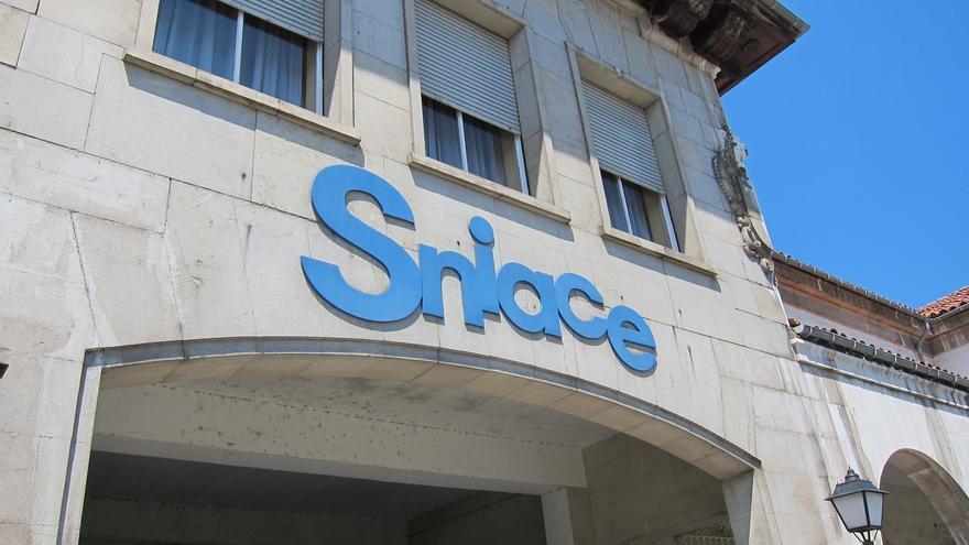 Sniace vuelve a paralizar su producción de celulosa por la escasez de madera y una reorganización del stock