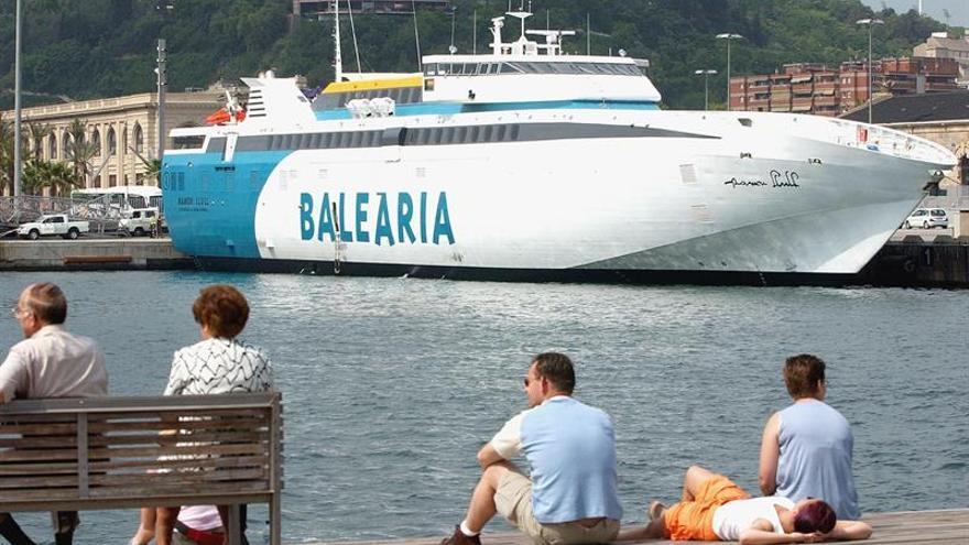 Fomento adjudica a Balearia el contrato línea interés público del Estrecho