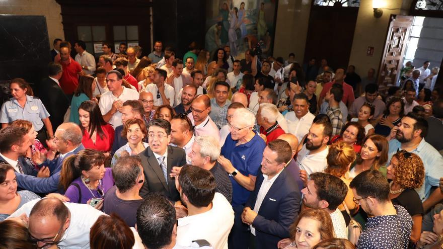 Militantes del PSOE y cargos públicos y simpatizantes de este partido homenajean a Pedro Martín en instalaciones del Cabildo