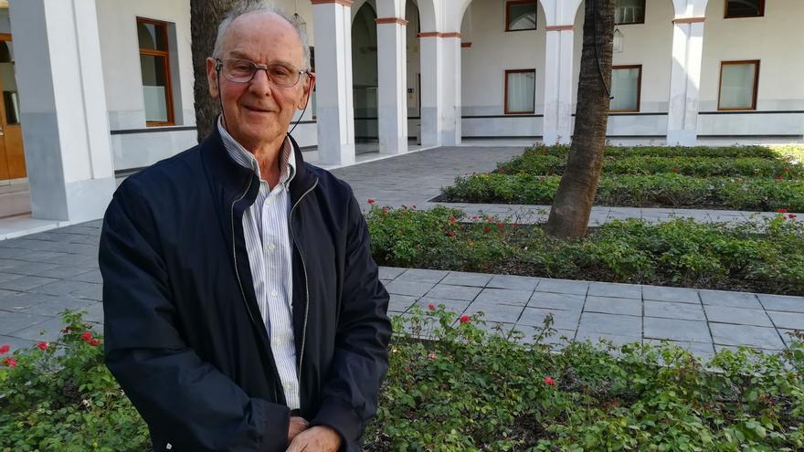 Javier Castroviejo en un patio del Parlamento de Andalucía