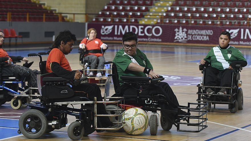 Lance de un partido de fútbol 'power chair' en Vista Alegre | TONI BLANCO