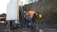 Imagen de archivo de un trabajador que se dedica a la construcción.
