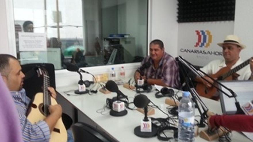 Los verseadores, este viernes en los estudios de CANARIAS AHORA RADIO.