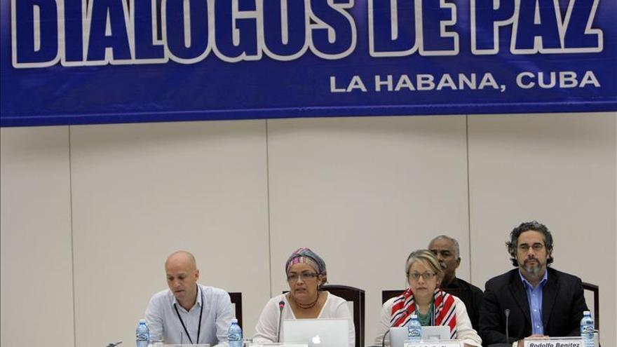 El segundo grupo de expertos en temas de género asiste a los diálogos de paz colombianos