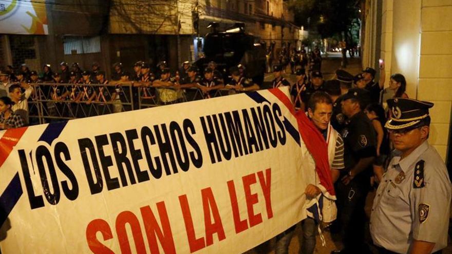 Los legisladores recorren Asunción en una gran marcha contra la reelección presidencial