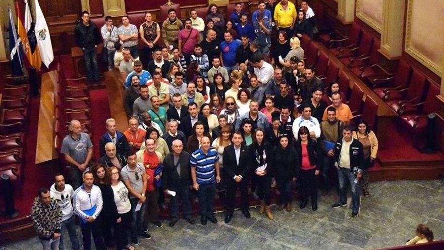 El alcalde, José Manuel Bermúdez, con el centenar de nuevos contratados