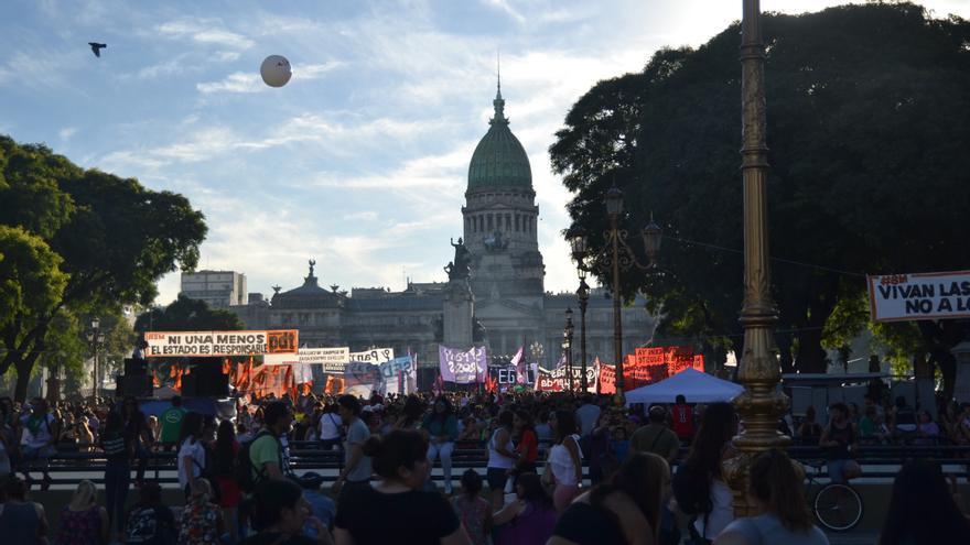 Las manifestantes a su llegada al Congreso de la Nación / Rocío Escobar. Organización: CHANA- Feminismo Usina