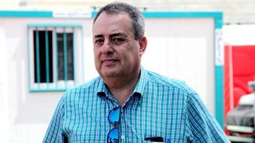 """Paco Santamaría: """"Podemos darle salida a los jugadores que no tiene cabida en el CD Tenerife"""""""