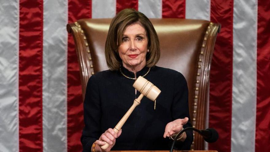 """Los demócratas aprueban el esperado """"impeachment"""" contra Trump"""