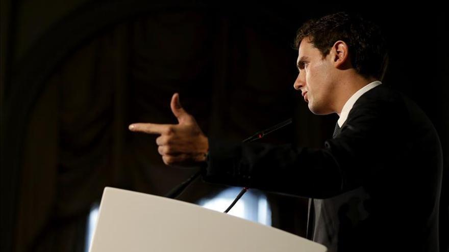 Rivera lanza sospechas sobre Podemos por los escraches de la PAH a C's