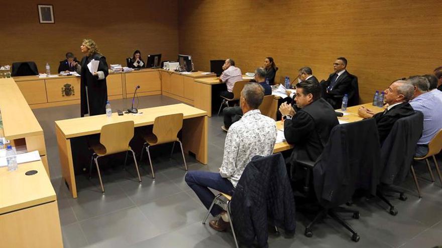 La fiscal Teseida García durante su exposición al jurado de su informe final sobre el caso de los diez guardias civiles de la aduana del aeropuerto de Gran Canaria.