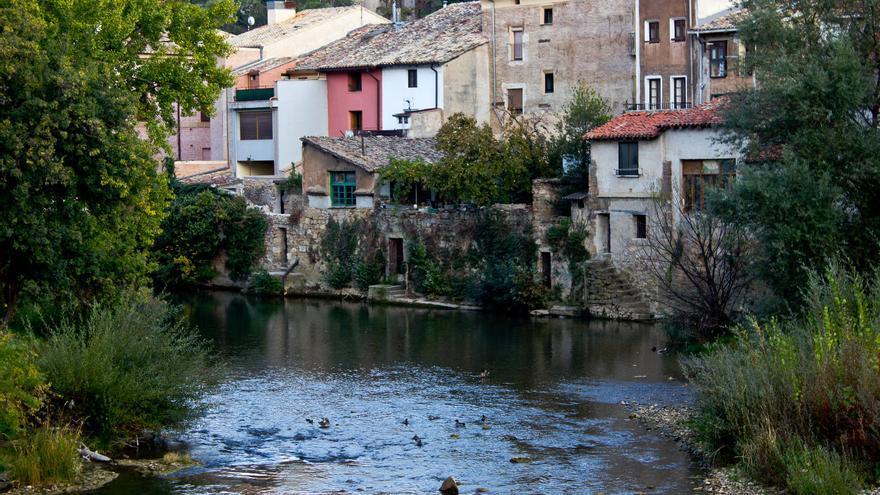 Casas sobre el Río Ega, en el casco histórico de Estella. VIAJAR AHORA