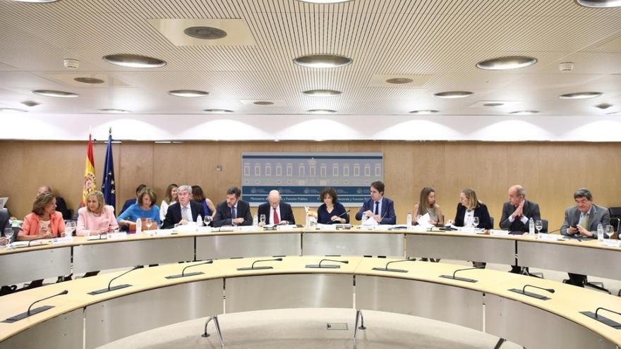 Hacienda aprueba la senda de déficit regional con el voto en contra de las comunidades del PSOE, Cantabria y Catalunya