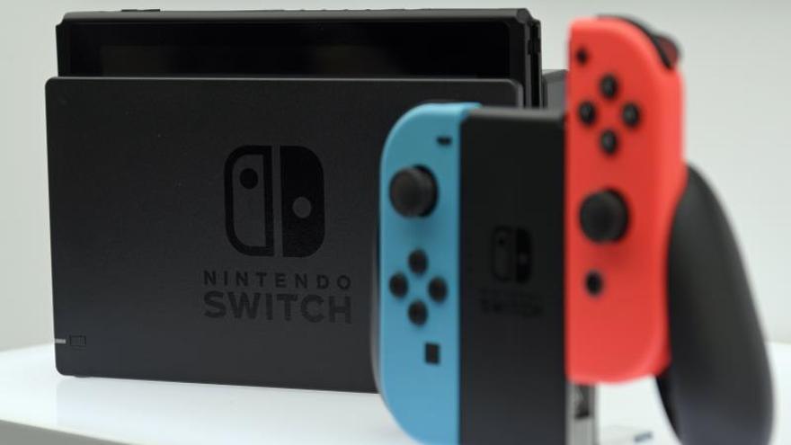 Fotografía de archivo de la consola de juegos Nintendo Switch durante su presentación en Tokio, (Japón).