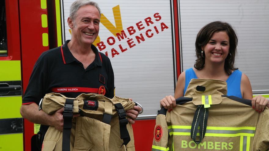 La exconcejal de Protección Ciudadana, Sandra Gómez, junto a Tomás Asensio, Jefe del Cuerpo de Bomberos de Valencia