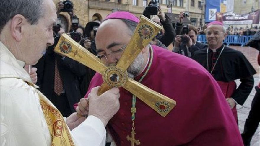Católico materialismo. Religión e intereses económicos  y  capitalistas - Página 10 Arzobispo-Oviedo-Jesus-Sanz_EDIIMA20161017_0211_4