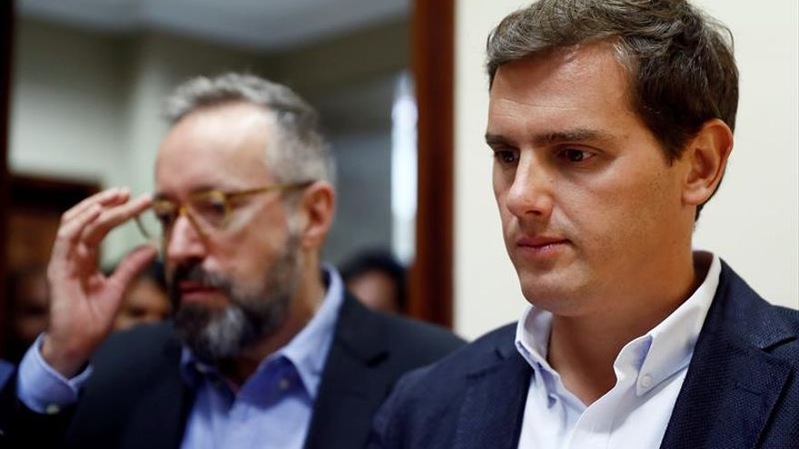 """Rivera pide al Congreso y al Gobierno apoyar """"sin fisuras"""" al juez Llarena"""