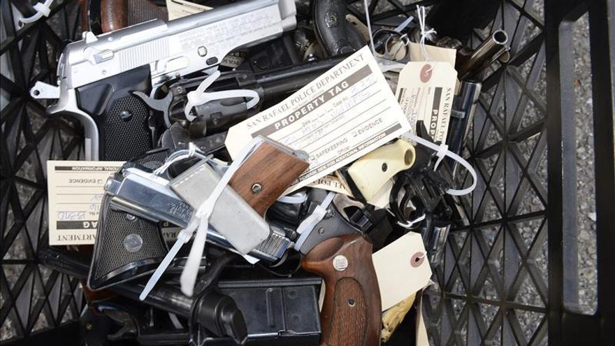La muerte de un instructor de tiro por una niña de 9 años abre la polémica sobre el uso de armas