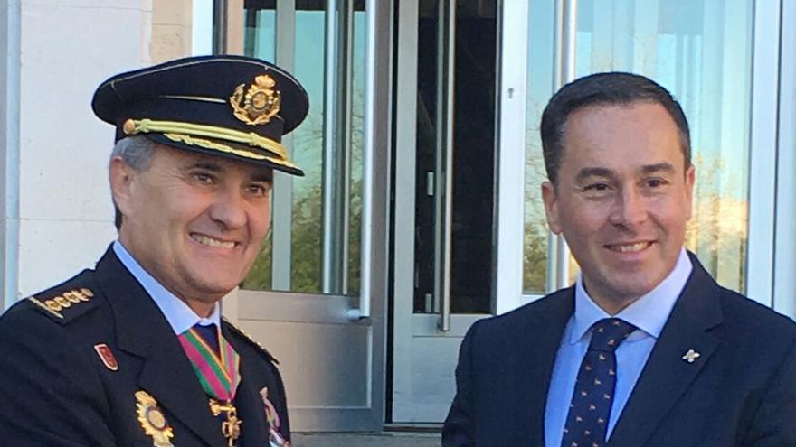 El director del hotel Lopesan Costa Meloneras, David Morales, condecorado por el Ministerio del Interior y la Dirección General de la Policía.