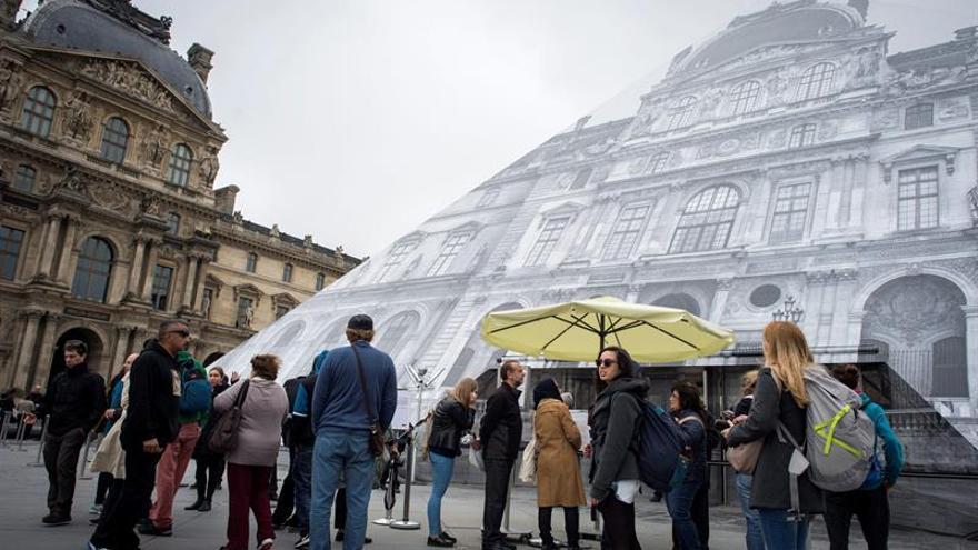 El número de turistas en Francia aumentará en 2017 entre el 5 % y 6 %