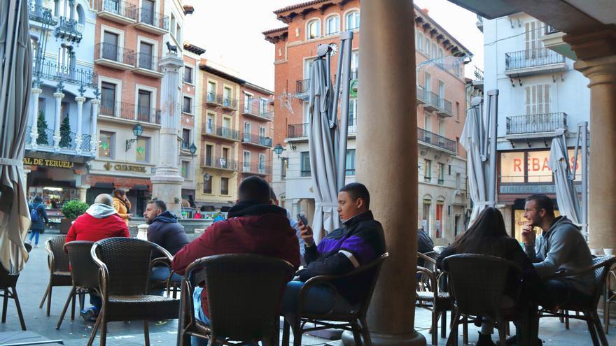 Ambiente de tranquilidad en la plaza del Torico de Teruel, esta tarde.