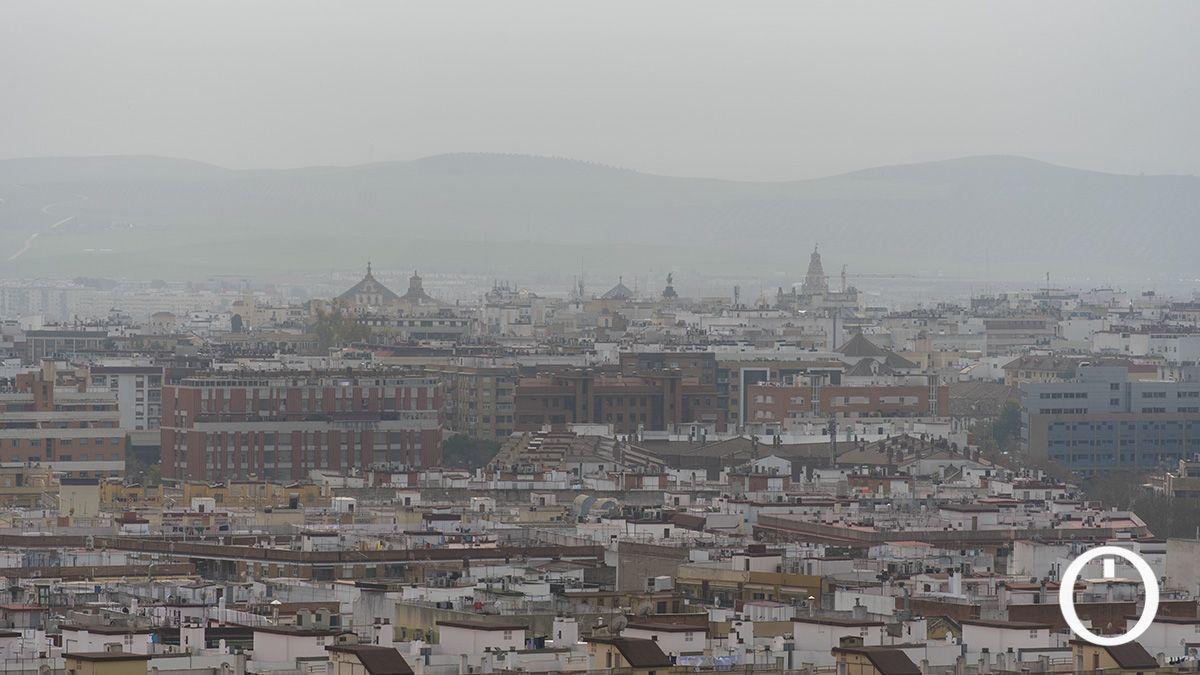 El cielo encapotado por el polvo en suspensión en Córdoba
