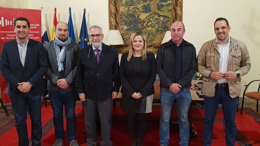 participantes en la reunión convocada por la Fundación Laboral de la Construcción para convertir la isla de La Palma en un laboratorio formativo que sea referente a nivel nacional.
