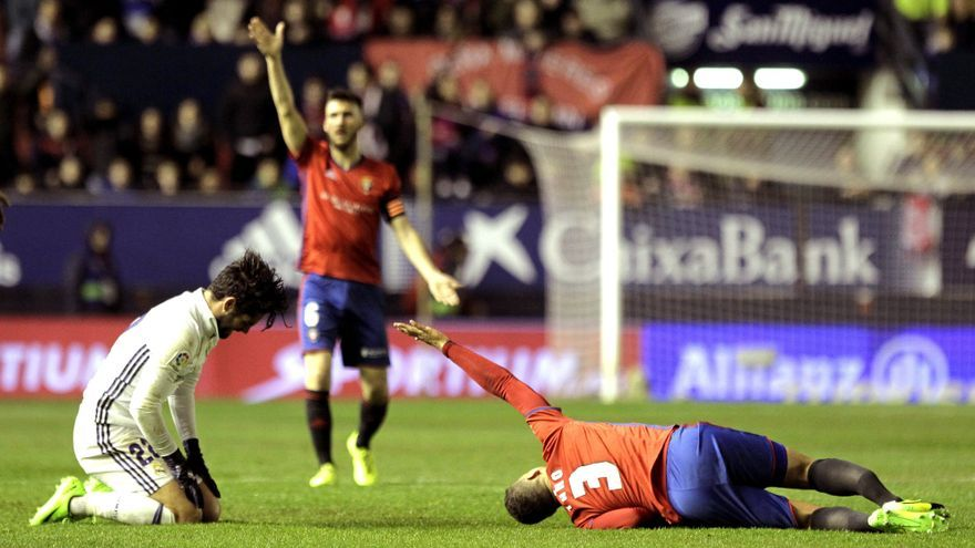 El futbolista de Osasuna, Tano, sufrió una fractura de tibia y perone.