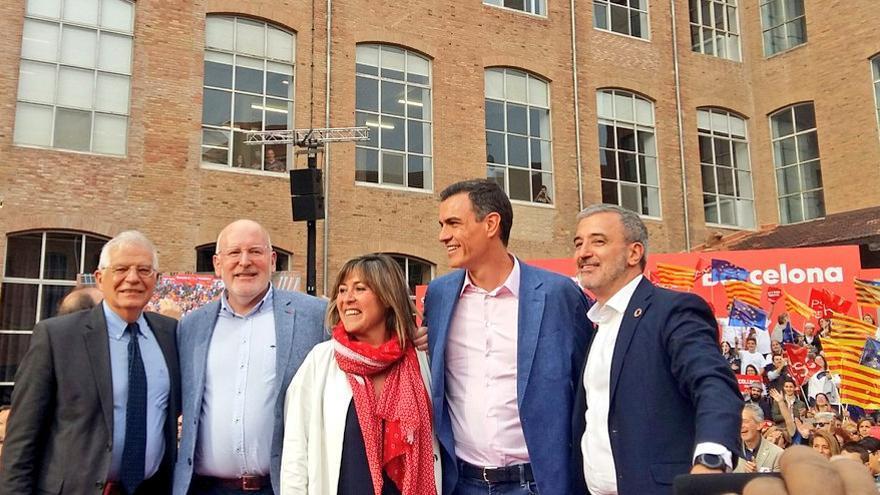Borrell, Timmermans, Marín, Sánchez y Collboni durante el mitin de los socialistas en Barcelona