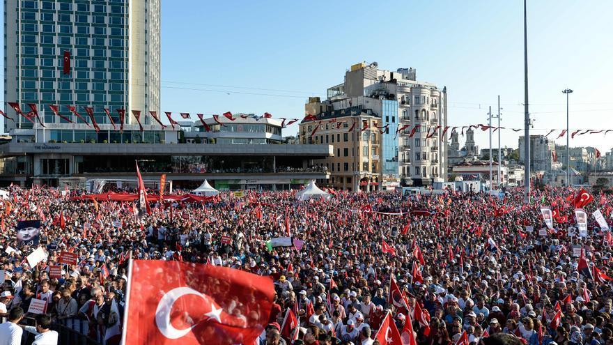 Miles de manifestantes se concentran en Estambul para mostrar su rechazo a Erdogan