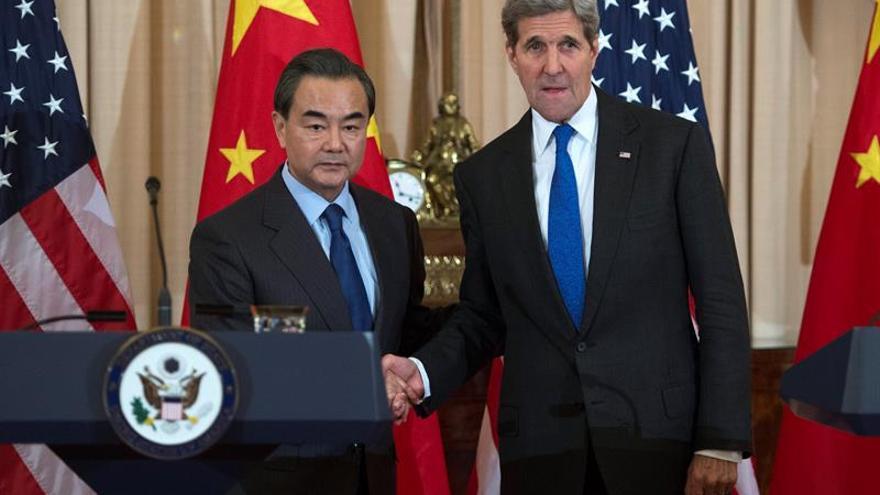 """Wang Yi dice a Kerry que proceso La Haya iniciado por Manila es """"una farsa"""""""