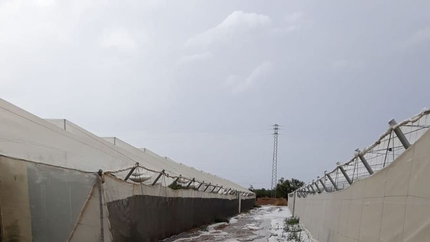 Fallece un varón de avanzada edad tras quedar atrapado tras una granizada en un invernadero en Níjar