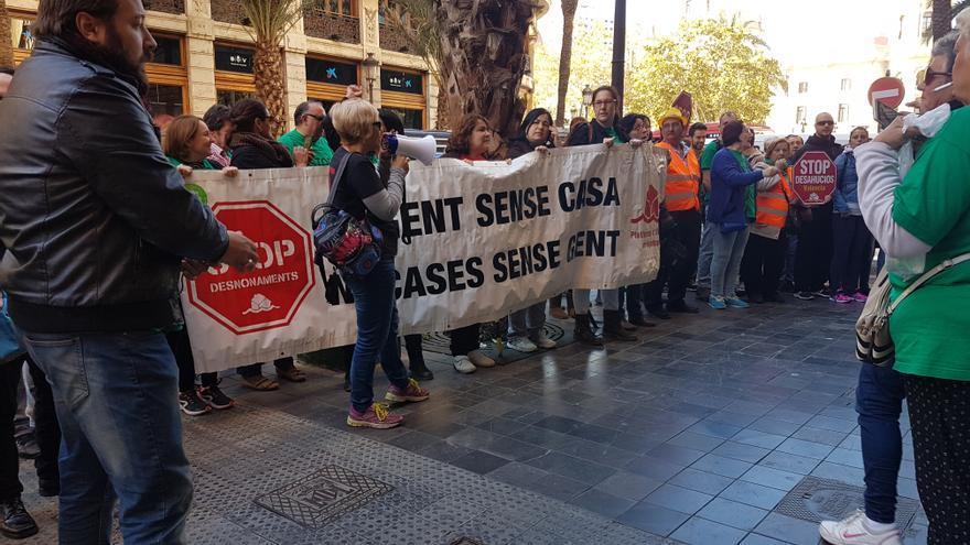 Concentración de la PAH frente al Banco Popular para evitar otro desahucio