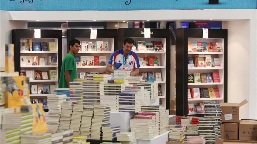 Comienza Feria Internacional del Libro en México con evocación a Ayotzinapa