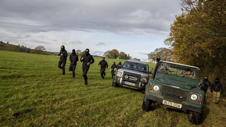 Los saboteadores ponen en riesgo incuso su vida, pues han llegado a ser atropellados por los 'supporters'. Foto: Tras los Muros