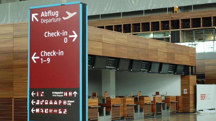 Mostradores del Aeropuerto de Berlín Brandeburgo, todavía en construcción. Foto: Aldo Mas