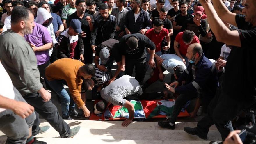 Un menor palestino muerto por disparos de soldados israelíes en Cisjordania
