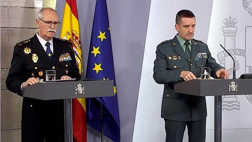 El subdirector general de Logística e Innovación de la Policía Nacional, José García Molina (i), y el jefe del Estado Mayor de la Guardia Civil, José Manuel Santiagodurante.