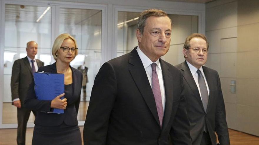 Draghi anuncia que el BCE decidirá en octubre si reduce los estímulos monetarios