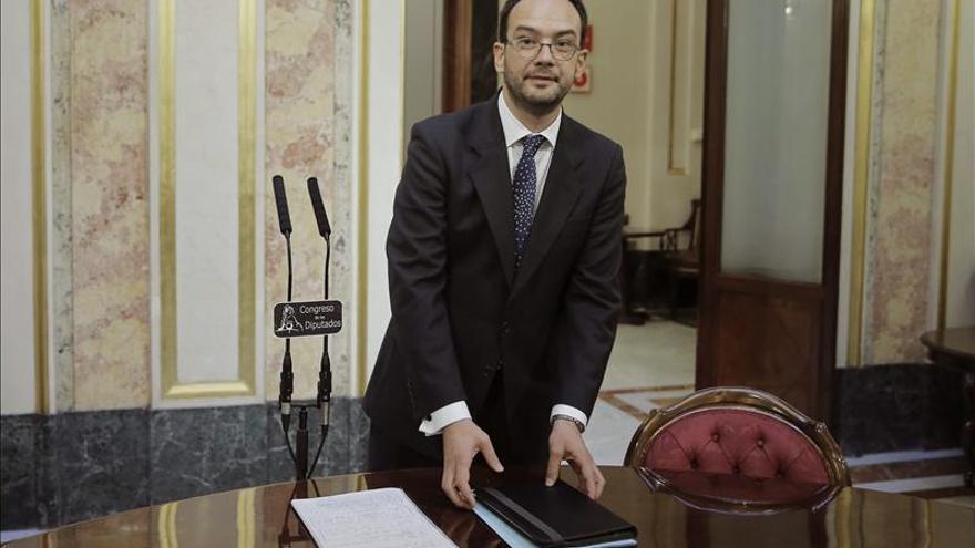 """El PSOE dice que le """"da igual"""" que Mato dimita, pero pide a Rajoy que la cese"""