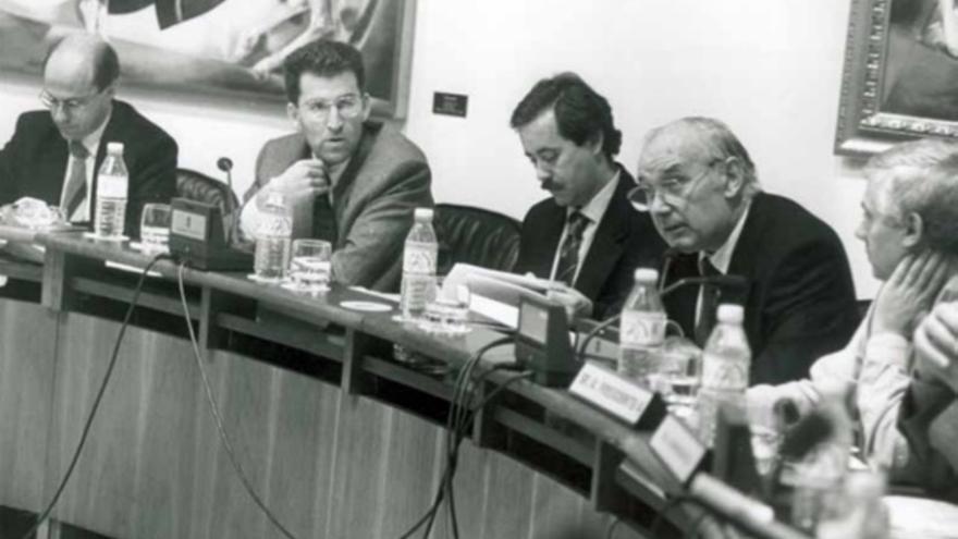 Romay Beccaría y Feijóo, en el Parlamento cuando dirigían la sanidad gallega, a mediados de los 90