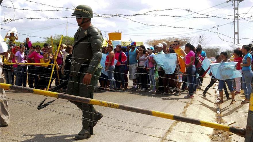 Desalojada por completo la cárcel venezolana en la que murieron 61 personas