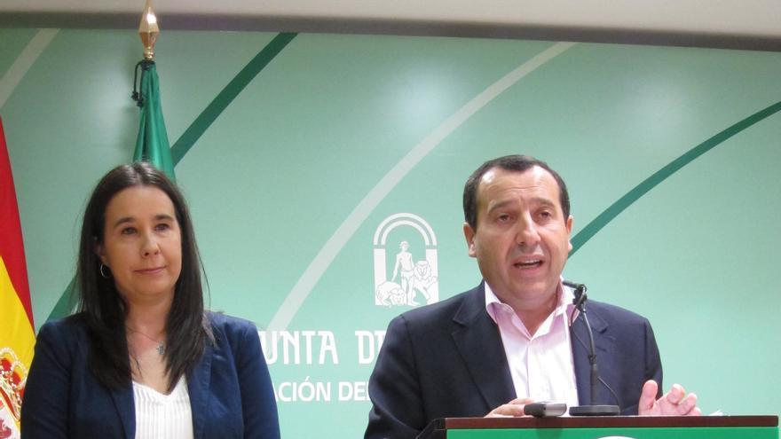 """Junta andaluza dice que la reforma local abre la puerta a la exclusión social y es """"un ataque frontal"""" al municipalismo"""