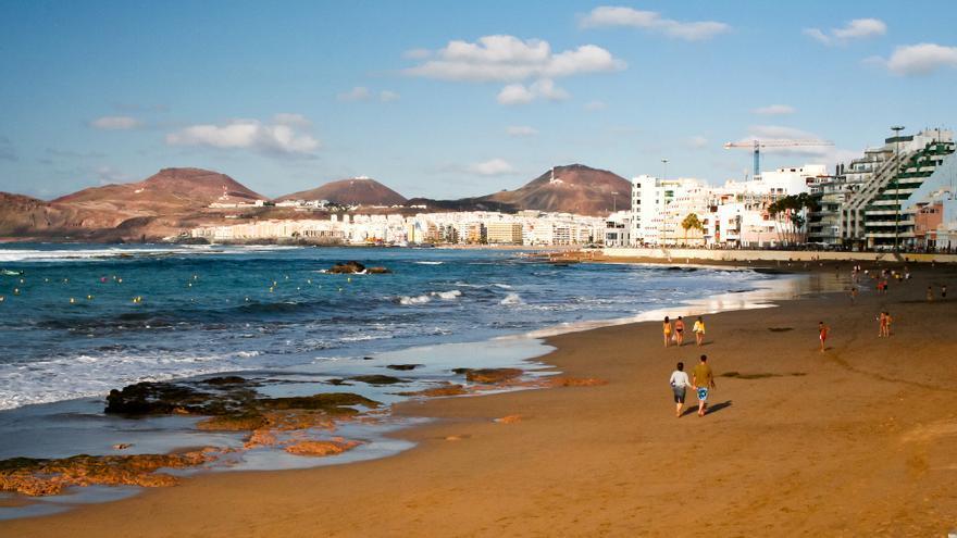 Playa de Las Canteras, en Las Palmas de Gran Canaria. VIAJAR AHORA