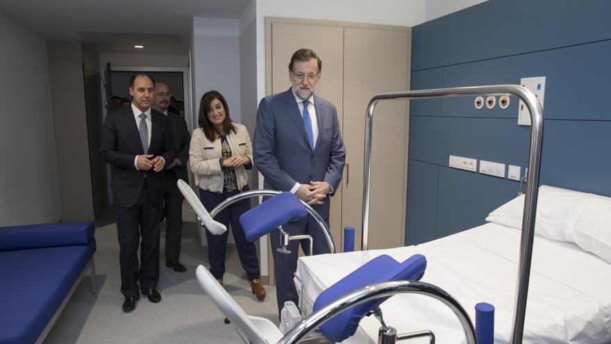 Mariano Rajoy en el área materno-infalntil del nuevo Hospital de Valdecilla.