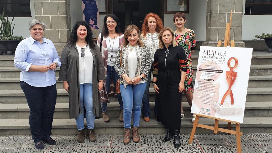 'Mujeres destacadas' de Los Llanos de Aridane con autoridades locales.