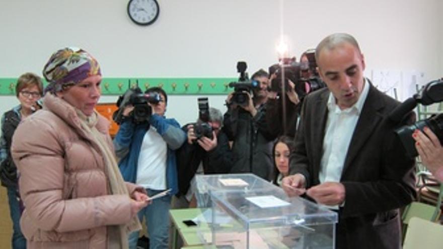 Uxue Barkos Depositando Su Voto En Pamplona.
